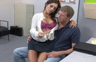 Image Secretaria seduce al chico del almacén