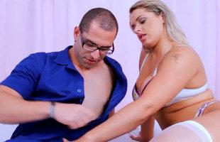 Image Brasileña seduce al fontanero