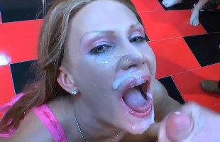 Image Sexo en grupo y corridas para la milf