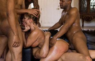 Image Madura tetona folla con varios mulatos en un gangbang