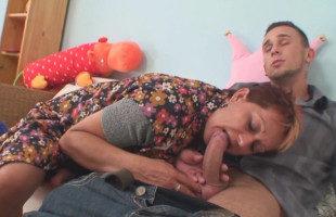 Image La suegra se pasó de cariñosa y ambos terminaron follando