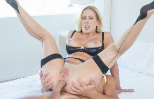 Image Cherie Deville acaba pagando sus deudas con una brutal enculada