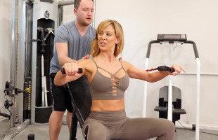 Image Cherie Deville seduce a su entrenador y follan en el gimnasio