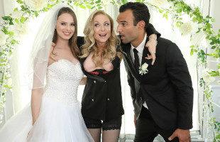Image Calman sus nervios follando junto a la suegra en el día de su boda