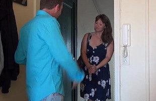Image Sexy divorciada prueba suerte apuntándose a un casting porno