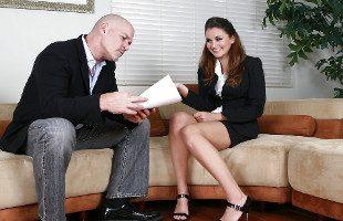 Image Allie Haze consigue el trabajo tras follarse a su nuevo jefe