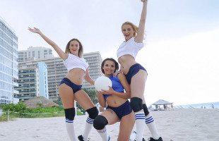 Image Disfrutan del volley ball y del rabo de su entrenador