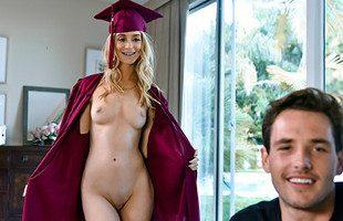 Image Antes de su graduación pasa los nervios follándose a su primo