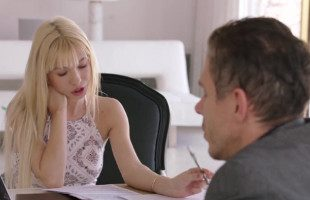 Image Kenzie Reeves acaricia a su profesor y le pide sexo anal