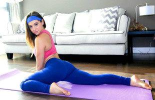 Image Sara Luvv olvidó el yoga y se centró en follar duro con su chico