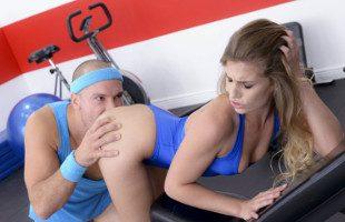 Image Sydney Cole no pudo resistirse a follar duro en el gimnasio