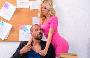 Image Karla Kush relaja a su compañero de trabajo con un polvete