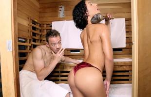 Image Comparte sauna con una sexy latina y prueba su chochito