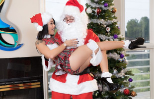 Image Holly Hendrix recibió de Santa Claus una enculada brutal