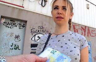 Image Universitaria rusa acepta dinero a cambio de follar en público