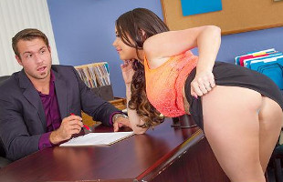 Image El puesto de secretaria lo tiene asegurado tras dejarse follar