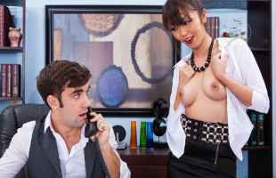 Image Marica Hase deja bien contento a su jefe con un polvete