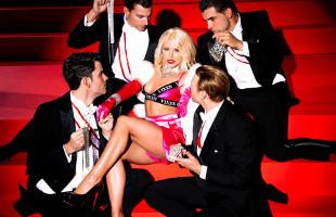 Image Adriana Chechik se folla a todos los bailarines sobre el escenario