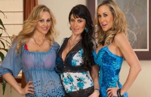 Image Julia Ann y sus amigas invitan a un stripper y se lo follan