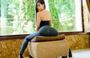 Image Canela Skin luce su culazo colombiano y pone a tono a su chico