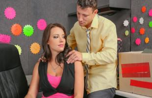 Image Da la bienvenida a la nueva secretaria con un polvazo