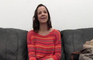 Image Morena simpática llega con una sonrisa lista para el casting