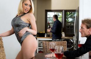 Image Kagney Linn Karter acaba la cena engañando a su marido en casa