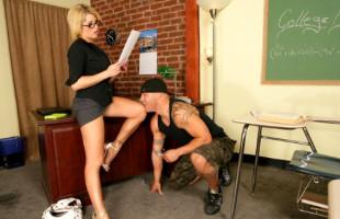 Image Se olvidó de la clase y prefirió follarse a la profesora de mates