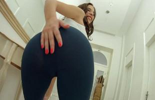 Image Azota su culo antes de masturbarse con la ayuda de un consolador